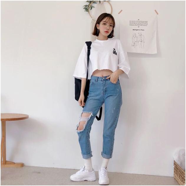 mix quần baggy và giày sneaker nữ