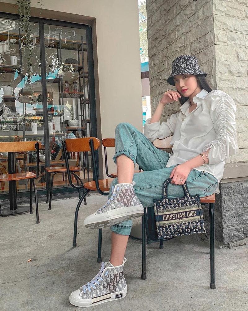 phối áo sơ mi và mũ thời trang