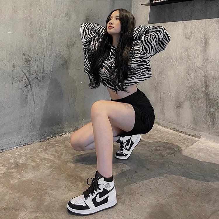 cách phối đồ với giày jordan 4 nữ