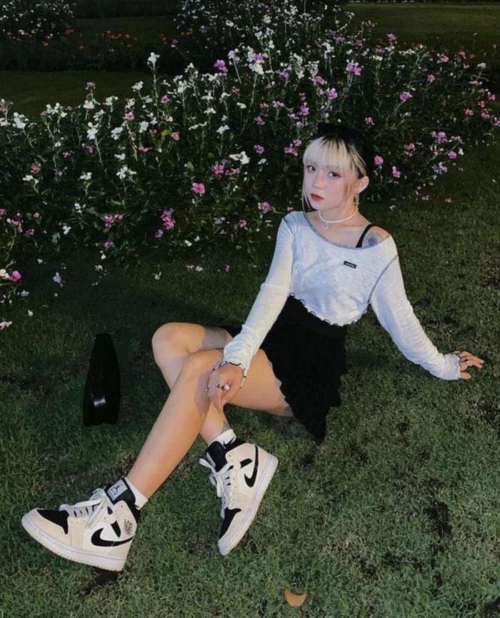 phối chân váy với giày jordan